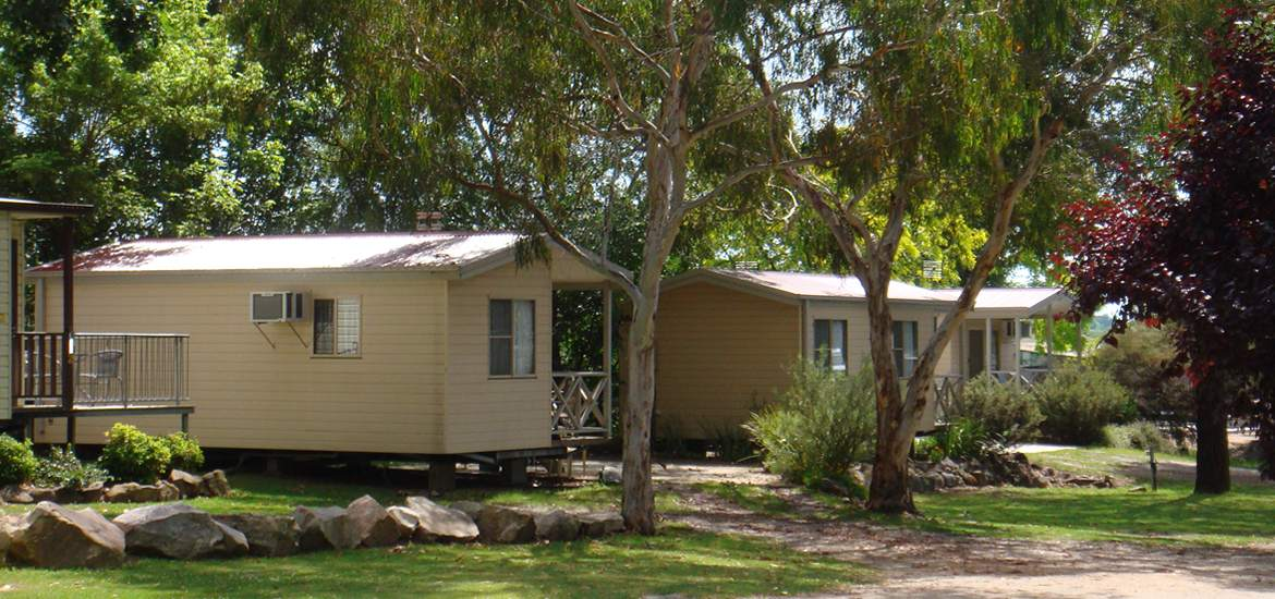Cabins at Tenterfield Lodge Caravan Park